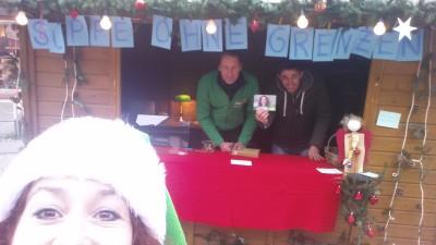 Grüner Weihnachtsstand auf dem Rottweiler Weihnachtsmarkt