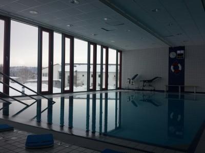 Das Schwimmbad. Ich habe gleich Verhandlungen bez. möglicher Baby- und Kinderschwimmkurse geführt ;-)