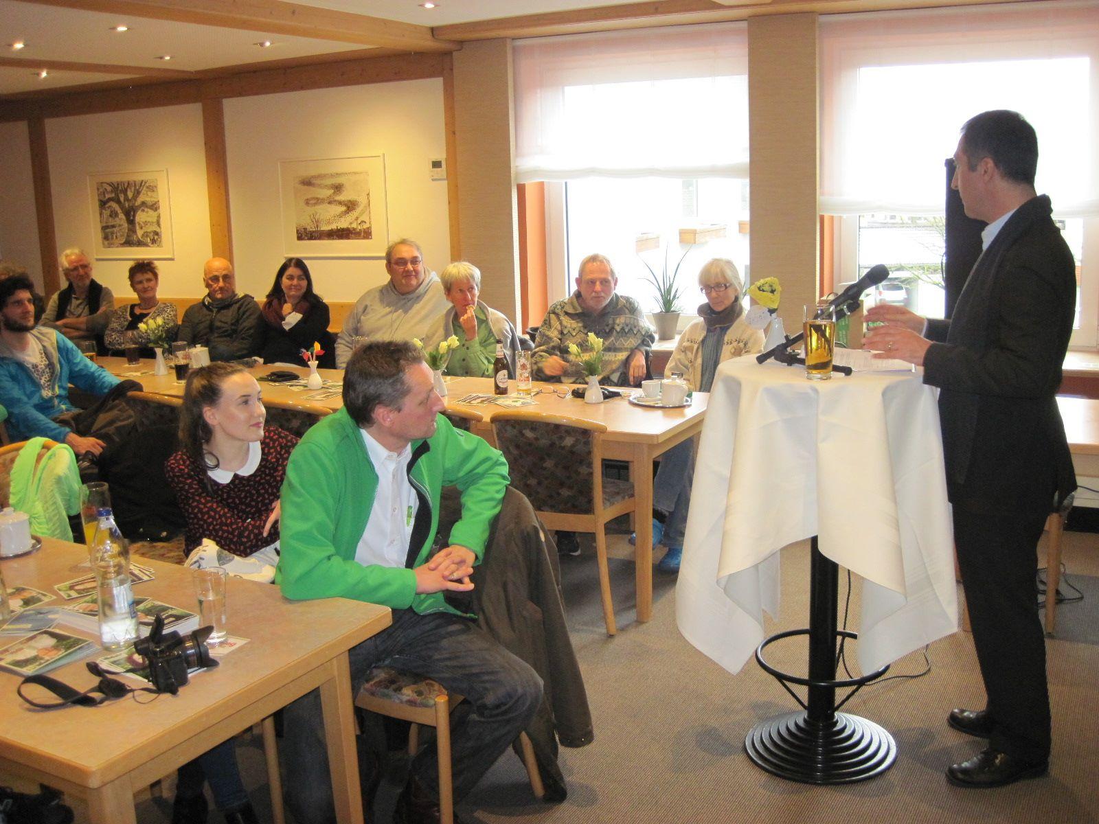 Das Interesse war groß in Deißlingen: gemeinsam mit Cem Özdemir wurden die kommunale und globale Ebenen z.B. des Klimaschutzes diskutiert.